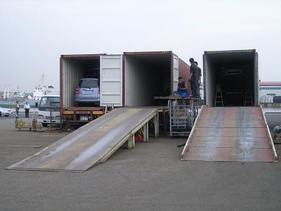 It is a loading site of the container of the port.If it is a small car, six cars enter the container of 40 feet.Please feel free the combination to ask.